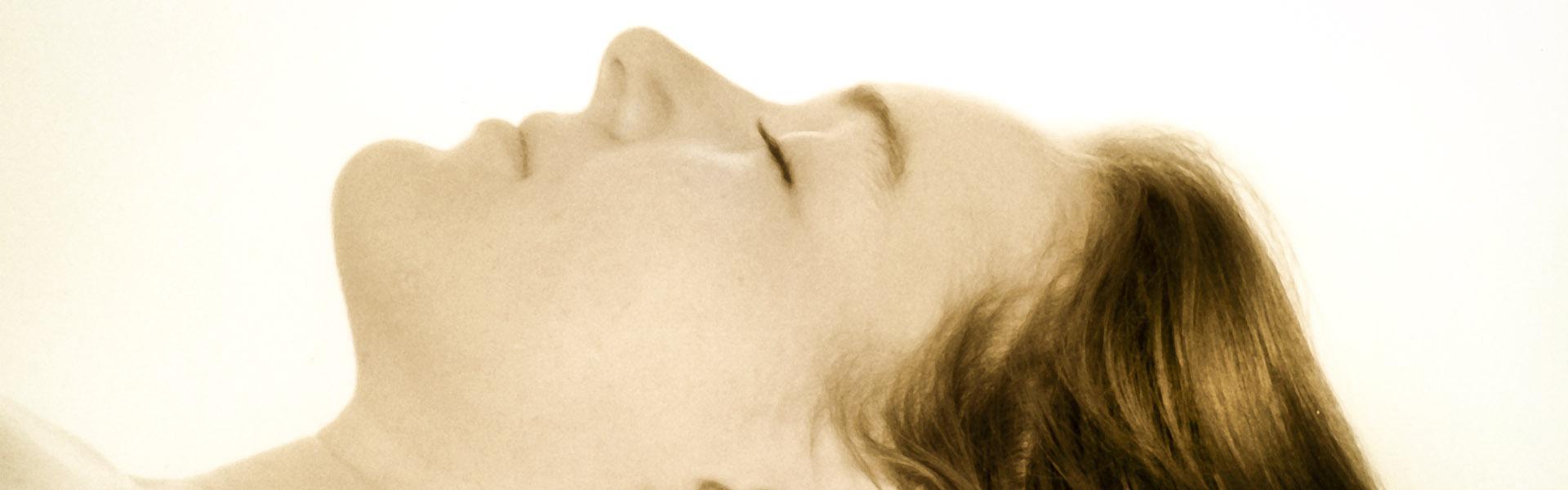 Craniosacrale Therapie – Craniosacrale Behandlung einer Frau